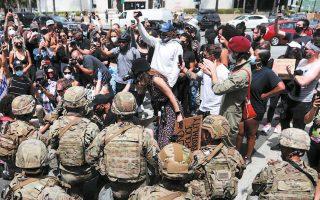 Διαφοροποιούμενος ανοικτά από τον πρόεδρο Ντόναλντ Τραμπ, ο υπουργός Αμυνας των ΗΠΑ Μαρκ Εσπερ δήλωσε χθες ότι αντιτίθεται στην ανάληψη ενεργού ρόλου του στρατού για την καταστολή των φαινομένων βίας στη διάρκεια των διαδηλώσεων που συγκλονίζουν τη χώρα. Οι δηλώσεις Εσπερ τροφοδότησαν σενάρια περί απομάκρυνσής του, με εκπρόσωπο του Λευκού Οίκου να αρκείται να δηλώσει ότι «αυτή τη στιγμή ο υπουργός Εσπερ παραμένει υπουργός Εσπερ».