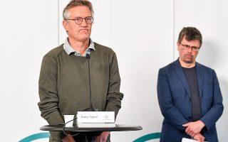 Ο επιδημιολόγος Αντερς Τέγκνελ (αριστερά) έκανε την πρώτη δημόσια αυτοκριτική του (φωτ. EPA / Anders Wiklund).