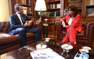 Κατά τη χθεσινή συνάντηση με τον πρωθυπουργό Κυρ. Μητσοτάκη, η Πρόεδρος της Δημοκρατίας Κατερίνα Σακελλαροπούλου ανέφερε πως ξεκίνησε ήδη έναν κύκλο επαφών με τους υπόλοιπους πολιτικούς αρχηγούς.
