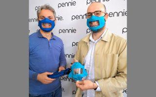Η χρήση της διάφανης μάσκας συνιστάται στον γενικό πληθυσμό, αλλά κυρίως σε δημόσιους και ιδιωτικούς οργανισμούς.