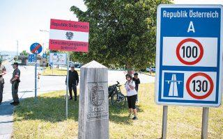 Μεθοριακό φυλάκιο στο Ζααλμπρίκε, μεταξύ Γερμανίας και Αυστρίας, κοντά στο Μπαντ Ράιχενχαλ της Βαυαρίας. Τα αυστριακά σύνορα ανοίγουν ξανά την Τρίτη (φωτ. EPA).