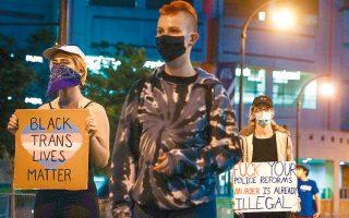 Διαδηλωτές κατά του ρατσισμού συγκεντρώθηκαν και χθες στην Ατλάντα της Τζόρτζια για να διαμαρτυρηθούν για την εν ψυχρώ δολοφονία του Ρέισαρντ Μπρουκς από αστυνομικά πυρά.