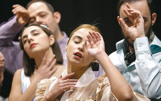 Η παράσταση «Δόξα κοινή» βρίσκεται ανάμεσα στα έργα που επιστρέφουν για τη νέα σεζόν.