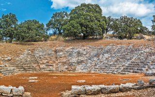 Παρά την αύξηση της πληρότητας, επαφίεται στους διοργανωτές να ορίσουν τον μέγιστο αριθμό θεατών και σε αρχαία θέατρα όπως αυτό των Οινιάδων (φωτ. Shutterstock).