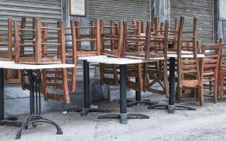 Ο γνωστός σεφ Δημήτρης Σκαρμούτσος υποστήριξε ότι 30% με 35% των επιχειρήσεων του κλάδου δεν κατάφεραν να ανοίξουν μετά το lockdown, ενώ το 20% έχει ανοίξει δοκιμαστικά. Την ίδια ώρα, η μείωση του τζίρου φτάνει το 40%.