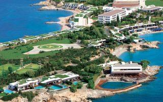 Το Grand Resort Lagonissi (πρώην Ξενία Λαγονησίου) κατασκευάστηκε το 1960, έπειτα από απαλλοτρίωση έκτασης από το Δημόσιο.