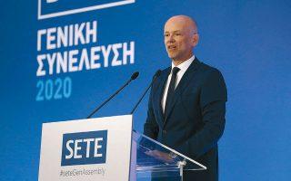 «Μαζί, ενωμένοι, θα ξεπεράσουμε και αυτή τη σκληρή χρονιά, για να οικοδομήσουμε μια νέα, μακρά περίοδο ευημερίας, ωριμότητας και ανάπτυξης για τον ελληνικό τουρισμό και την οικονομία», υπογράμμισε στην ομιλία του ο νεοεκλεγείς πρόεδρος του ΣΕΤΕ Γιάννης Ρέτσος.