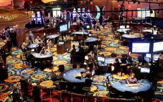 Η απαγόρευση του καπνίσματος έχει περιορίσει τα ακαθάριστα έσοδα των καζίνο κατά 25%.