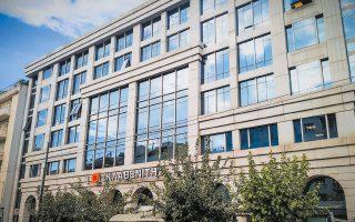 Την περίοδο 2015-2017 επενδύθηκαν πάνω από 200 εκατ. ευρώ για την απόκτηση ακινήτων με μισθωτές αλυσίδες λιανεμπορίου. Φέτος τον Μάρτιο η Eurobank προχώρησε στην εξαγορά τεσσάρων εμπορικών καταστημάτων της «Σκλαβενίτης» αντί συνολικού τιμήματος 117 εκατ. ευρώ.