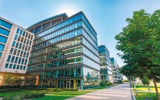 Σύμφωνα με τα στοιχεία της ΤτΕ, οι τιμές πώλησης κτιρίων γραφείων αυξήθηκαν κατά 4,2% το 2019 και 6,5% το 2018. Οι τιμές των εμπορικών καταστημάτων είχαν άνοδο πέρυσι 7% πανελλαδικά.