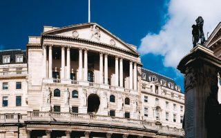 Η Τράπεζα της Αγγλίας με ομόφωνη απόφαση διατήρησε το επιτόκιο αναφοράς στο ιστορικό χαμηλό του 0,1%.