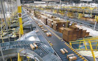 H Amazon προσέλαβε περισσότερους από 175.000 νέους υπαλλήλους, ώστε να ανταποκριθεί στην αυξημένη ζήτηση. Παράλληλα προχωρεί στην αγορά άνω των 80 αεροσκαφών για την παράδοση των προϊόντων της.