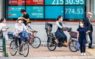 Ιδιαίτερη ανησυχία προκάλεσαν οι εξελίξεις στην Κίνα που κατά τη διάρκεια του Σαββατοκύριακου ανέφερε 80 νέα κρούσματα του κορωνοϊού, ενώ είχαν προηγηθεί περισσότερες από 50 ημέρες χωρίς κανένα νέο κρούσμα.