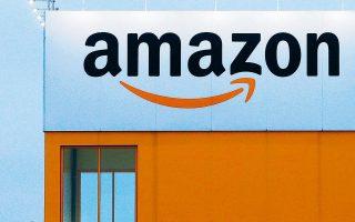 Με το ξέσπασμα της πανδημίας, η Amazon προχώρησε στην πρόσληψη 175.000 νέων υπαλλήλων και ανακοίνωσε πως θα διοχετεύσει έως και 4 δισ. δολάρια για την καθαριότητα των χώρων και την προστασία των εργαζομένων της.