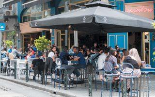 Τα εστιατόρια και τα καφέ που άνοιξαν στις 25 Μαΐου ακόμη αναζητούν τον βηματισμό τους. Η εικόνα για τις τελευταίες 15 ημέρες είναι αρνητική. (ΦΩΤ.ΑΠΕ)