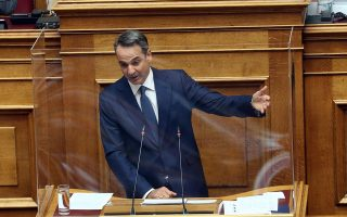 kyr-mitsotakis-o-k-tsipras-emfanizetai-os-ypermachos-oson-dielyse0