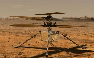 Tο μικρό ελικόπτερο Ingenuity (Eφευρετικότητα) έχει σώμα σε μέγεθος μπάλας σόφτμπολ, από το οποίο ξεπετιούνται τέσσερα πόδια. Διαθέτει δύο ζευγάρια έλικες, συνολικού μήκους περίπου 1,2 μ., που κινούνται σε αντίθετες διευθύνσεις, ενώ το βάρος του δεν ξεπερνά τα δύο κιλά. (Φωτ. NASA)