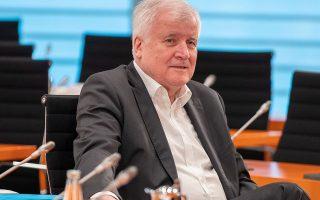 Ο Γερμανός υπουργός Εσωτερικών Χορστ Ζεεχόφερ σε πρόσφατο υπουργικό συμβούλιο, στο Βερολίνο.