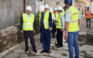 Ο κ. Καραγιάννης επιθεώρησε τις κατασκευαστικές εργασίες που βρίσκονται σε εξέλιξη στους σταθμούς Βενιζέλου και Αγίας Σοφίας, ενώ είχε την ευκαιρία να μεταφερθεί κατά μήκος του ολοκληρωμένου συστήματος σιδηροδρομικής επιδομής του Μετρό Θεσσαλονίκης από τον σταθμό Αγίας Σοφίας στον σταθμό Ανάληψης