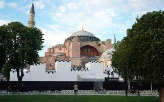 Ενδεικτική του κλίματος που επικρατεί στην Τουρκία είναι ανάρτηση του πρακτορείου Αναντολού, σύμφωνα με την οποία, στις 15 Ιουλίου, τέταρτη επέτειο της αποτυχημένης απόπειρας πραξικοπήματος του 2016, «χιλιάδες ετοιμάζονται να προσευχηθούν στην Αγία Σοφία» (φωτ. INTIME NEWS).