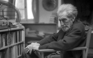 Για τον Eζρα Πάουντ (φωτ.), κάθε καλλιτέχνης που προδίδει την τέχνη του, που αναδιπλώνεται μπροστά στις απαιτήσεις της εποχής του, είναι ένας Μώμπερλυ.