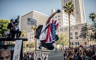 Λος Άντζελες: η υψωμένη γροθιά, από τα σύμβολα των φετινών διαδηλώσεων σε ολόκληρη την Αμερική. © Bryan Denton/The New York Times