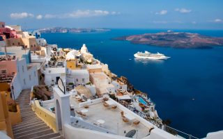 «Καθώς ένα μεγάλο μέρος της αγοράς αφορά πλέον τις εγχώριες ακτοπλοϊκές διαδρομές προς τα ελληνικά νησιά, οι κρατήσεις μας θα ανακάμψουν ταχύτερα από ό,τι οι διεθνείς ταξιδιωτικές επιλογές», αναφέρει ο κ. Χατζηιωάννου.