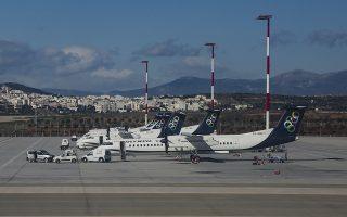 Ενα ειδικά διαμορφωμένο αεροσκάφος τύπου ATR που πρόσφερε η Aegean Airlines (φωτ.) και τέσσερα ελικόπτερα –τα δύο από το πρόγραμμα του Ιδρύματος Σταύρος Νιάρχος– θα ριχθούν στη μάχη των διακομιδών ασθενών από τα νησιά το φετινό καλοκαίρι. SHUTTERSTOCK