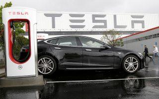 Τα επιτελεία της αμερικανικής Tesla εξετάζουν αν θα εντάξουν τελικά την Ελλάδα στη «λεωφόρο των ταχυφορτιστών», που θα ξεκινάει από την Πορτογαλία, θα διατρέχει την Ισπανία, τη νότια Γαλλία, την Ιταλία και θα συνεχίζει στην Ελλάδα για να καταλήξει στην Τουρκία.