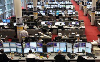 Από το 4% που είχε εκτοξευθεί η απόδοση του 10ετούς ελληνικού ομολόγου τον Μάρτιο και τις 410 μ.β. που είχε βρεθεί το spread, σήμερα, και έπειτα από δύο εξόδους στις αγορές εν μέσω πανδημίας, έχουν προσγειωθεί στο 1,25% και στις 170 μ.β. αντίστοιχα.