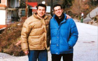 Ο Νίκος Παππάς γνώρισε τον Αλέξη Τσίπρα στη Νεολαία του ΣΥΡΙΖΑ το 1996 και έγιναν φίλοι. Τα χρόνια που ακολούθησαν, ο Παππάς μιλάει στον πρόεδρο ακόμα και με τρόπο επιθετικό, αλλά εκείνος δεν προσβάλλεται γιατί γνωρίζει την τυφλή πίστη στο πρόσωπό του.