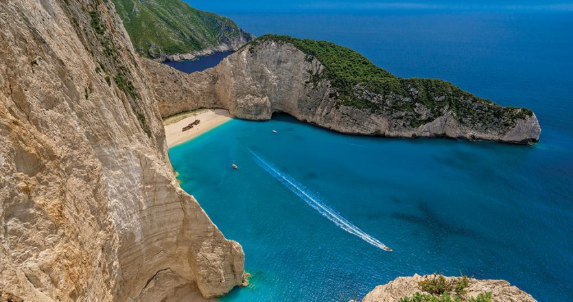 Η παραλία Ναυάγιο, παγκοσμίως αναγνωρίσιμο τοπόσημο της Ζακύνθου. (Φωτογραφία: ΠΕΡΙΚΛΗΣ ΜΕΡΑΚΟΣ)