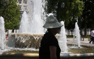 Σύμφωνα με τον Ιατρικό Σύλλογο Αθηνών, όταν η θερμοκρασία του περιβάλλοντος είναι ιδιαίτερα υψηλή και σε συνδυασμό με άλλους παράγοντες, όπως η υγρασία ή η άπνοια, μπορεί να δημιουργηθούν συνθήκες μη ανεκτές από τον ανθρώπινο οργανισμό. Ο μεγαλύτερος κίνδυνος από αυτές είναι η θερμοπληξία (φωτ. INTIME NEWS).