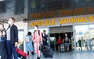 Οι χθεσινές 55 πτήσεις στα αεροδρόμια Ηρακλείου και Χανίων είναι μία αρχή, αλλά πολύ μακριά από τα 4,4 εκατ. διεθνείς αεροπορικές αφίξεις που έγιναν πέρυσι στην Κρήτη.