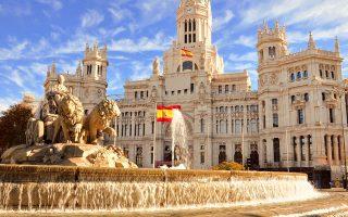 Στην Ισπανία, όπου ο τουρισμός αντιστοιχεί στο 12% του ΑΕΠ, εκτιμάται πως έως τα τέλη του 2021 το ένα πέμπτο του εργατικού δυναμικού της θα βρεθεί εκτός παραγωγικής διαδικασίας.