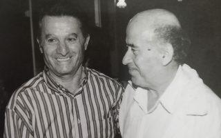 Ο Λεωνίδας μαζί με τον Θανάση Βέγγο το 1995, όταν ο ηθοποιός υποδύθηκε τον Τρυγαίο στην «Ειρήνη» του Αριστοφάνη.