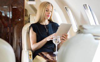 Μία από τις αλλαγές που σκέπτονται να κάνουν οι επτά στους δέκα πλούσιους επενδυτές είναι να περιορίσουν τις μετακινήσεις από και προς το γραφείο τους, αλλά και τα ταξίδια τους.