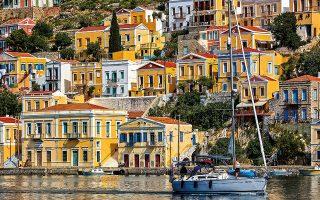Ο Γιαλός της Σύμης με τα πολύχρωμα νεοκλασικά χαρίζει μία από τις καλύτερες φωτογραφίες του Αιγαίου. (Φωτογραφία: ΓΙΩΡΓΟΣ ΤΣΑΦΟΣ)