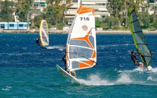 Έπειτα από περίπου τέσσερις μήνες και με μια καραντίνα στο ενδιάμεσο, τα πρώτα μελτέμια δημιούργησαν τις ιδανικές συνθήκες για windsurfing. (ΦΩΤΟΓΡΑΦΙΕΣ: ΝΙΚΟΣ ΚΑΡΑΝΙΚΟΛΑΣ)