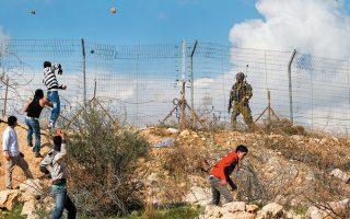 Η σύγκρουση ανάμεσα σε Εβραίους και Παλαιστινίους, ο ρόλος των ιερωμένων της Τορά, η εμπλοκή των παιδιών στις πολεμικές διαδικασίες είναι θέματα που προβληματίζουν τον Γκρόσμαν (Φωτ. SHUTTERSTOCK).