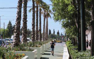 Σύμφωνα με το στρατηγικό σχέδιο τουριστικής ανάδειξης, ο «Μεγάλος Περίπατος» μπορεί να μετατρέψει τμήματα του κέντρου της Αθήνας από σημεία διέλευσης σε «προορισμούς», ενώ ενθαρρύνει εναλλακτικούς τρόπους μετακίνησης και ιδιαίτερα το ποδήλατο (φωτ. ΑΠΕ-ΜΠΕ).