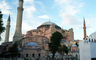 Σύμφωνα με τον τουρκικό Τύπο, η απόφαση για την Αγία Σοφία αναμένεται να ανακοινωθεί εντός δεκαπενθημέρου, πιθανώς και πριν από τις 15 Ιουλίου, ημέρα τέταρτης επετείου από την αποτυχημένη απόπειρα πραξικοπήματος του 2016 κατά του Ερντογάν (φωτ. INTIME NEWS).