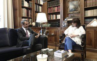 Ο πρωθυπουργός είχε χθες την καθιερωμένη μηνιαία συνάντηση με την Κατερίνα Σακελλαροπούλου. (Φωτ. INTIME NEWS)