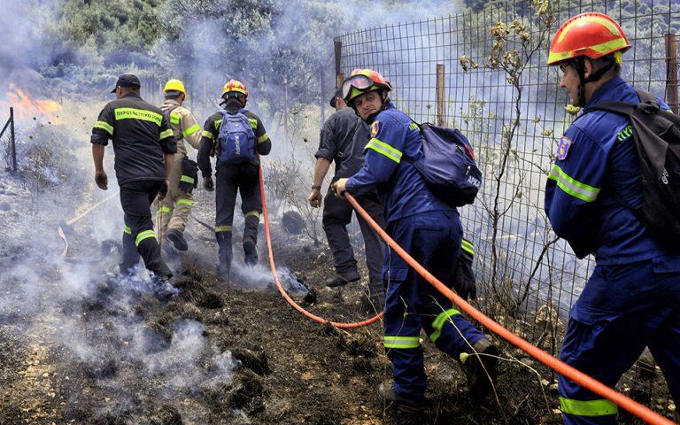 Σε εξέλιξη μεγάλη πυρκαγιά στην Κορινθία – Εσπευσμένα στην περιοχή ο Ν. Χαρδαλιάς