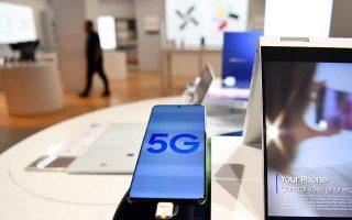 Το Λονδίνο ανακοίνωσε ότι αποκλείει την κινεζική εταιρεία Huawei από την κατασκευή του δικτύου κινητής τηλεφωνίας 5ης γενιάς. Φωτ. EPA / ANDY RAIN