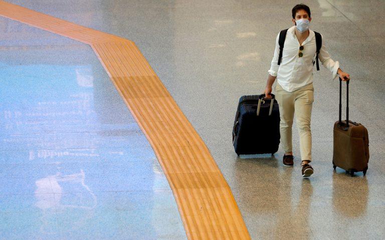 Κορωνοϊός: Η Κίνα αξιώνει από τους ταξιδιώτες που φτάνουν αεροπορικώς να έχουν αρνητικό τεστ