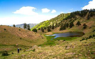 Μία από τις δύο λίμνες Φλέγγα σε υψόμετρο 1.940 και 1.960 μ. (Φωτογραφίες: Νικόλας Μάστορας)