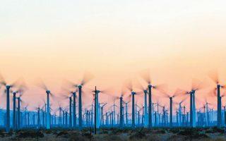 Στην Ελλάδα, στους τομείς που θα μπορούσαν να αποτελέσουν επενδυτικό Ελντοράντο ανήκουν, εκτός από τις ΑΠΕ, η διαχείριση απορριμμάτων, οι εργασίες ενεργειακής αναβάθμισης ιδιωτικών και δημόσιων κτιρίων μέσω εγκατάστασης μονάδων συμπαραγωγής ηλεκτρισμού - θερμότητας και δράσεις αξιοποίησης ΑΠΕ (Φωτ. REUTERS).