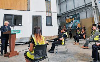 Με το σύνθημα «build build build», ο Μπόρις Τζόνσον παρουσίασε χθες το πρόγραμμά του για ενίσχυση των δημόσιων έργων. Αυτό περιλαμβάνει την εκμετάλλευση των εγκαταλελειμμένων βιομηχανικών περιοχών και τη μετατροπή τους σε χώρους για κατοικίες, καφετέριες και γραφεία.