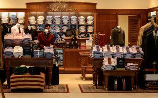 Η εταιρεία Brooks Brothers, με τα τουλάχιστον 200 υποκαταστήματα στη Βόρεια Αμερική και συνολικά 500 ανά τον κόσμο, είχε πέρυσι πωλήσεις 991 εκατ. δολαρίων.